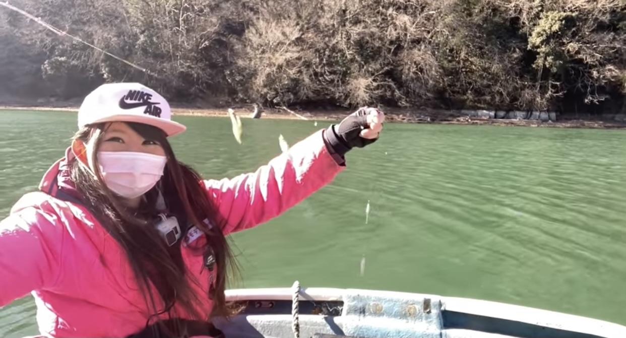 釣ったワカサギをボートの上で調理して食べてみたよ!
